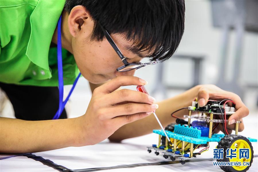 #(社会)(1)机器人竞赛激发学生创造潜能